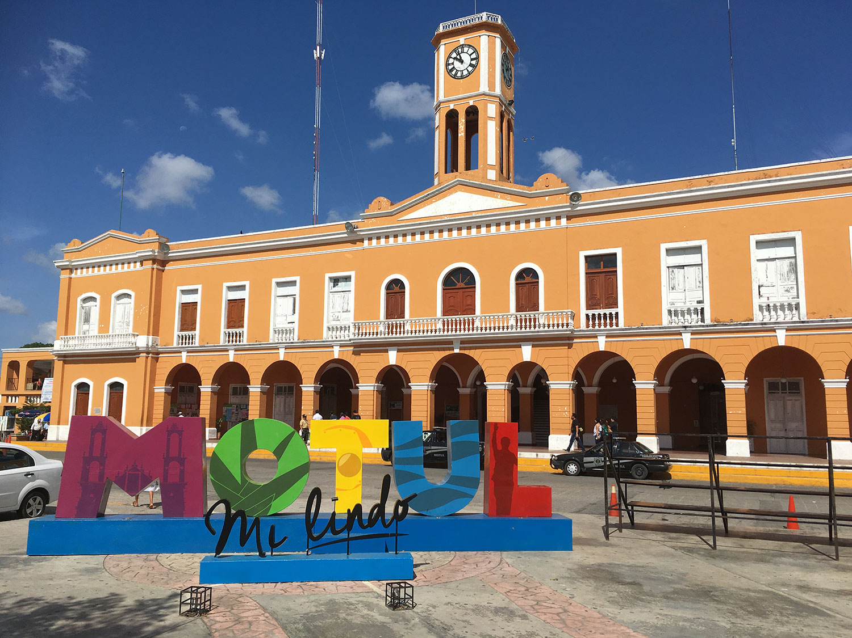 City Hall at the zócalo.