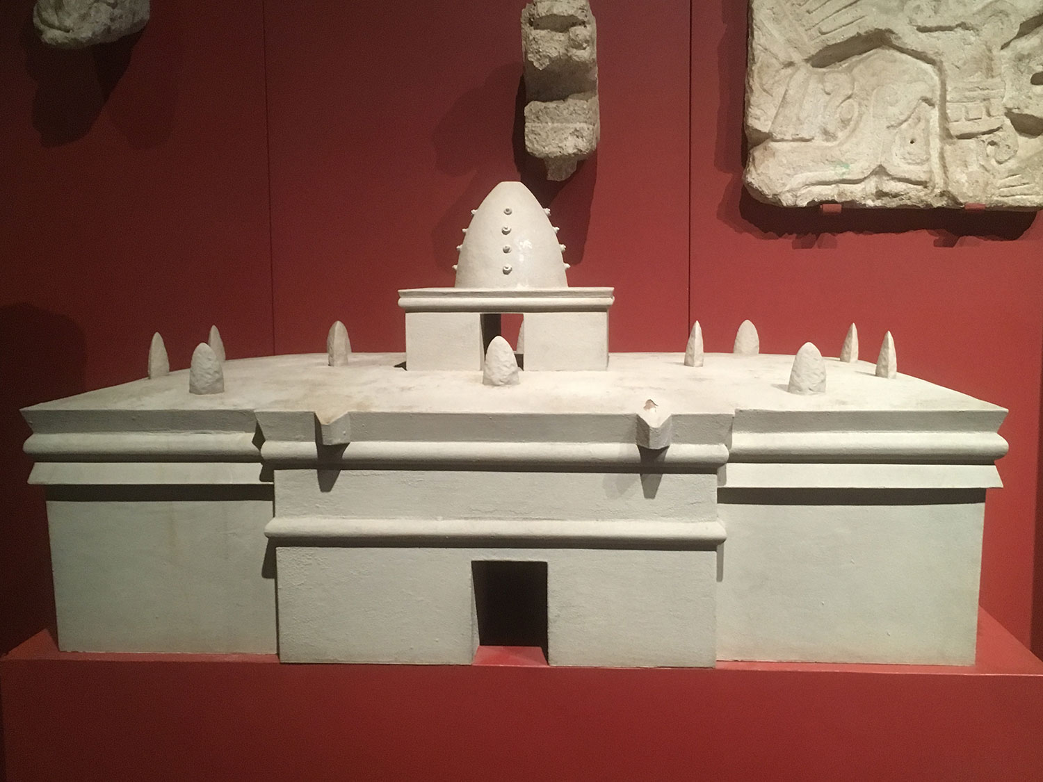The model of the Caracol temple. Right: Caracol photo.