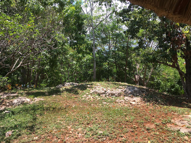 Ik Kil ruins at the site.