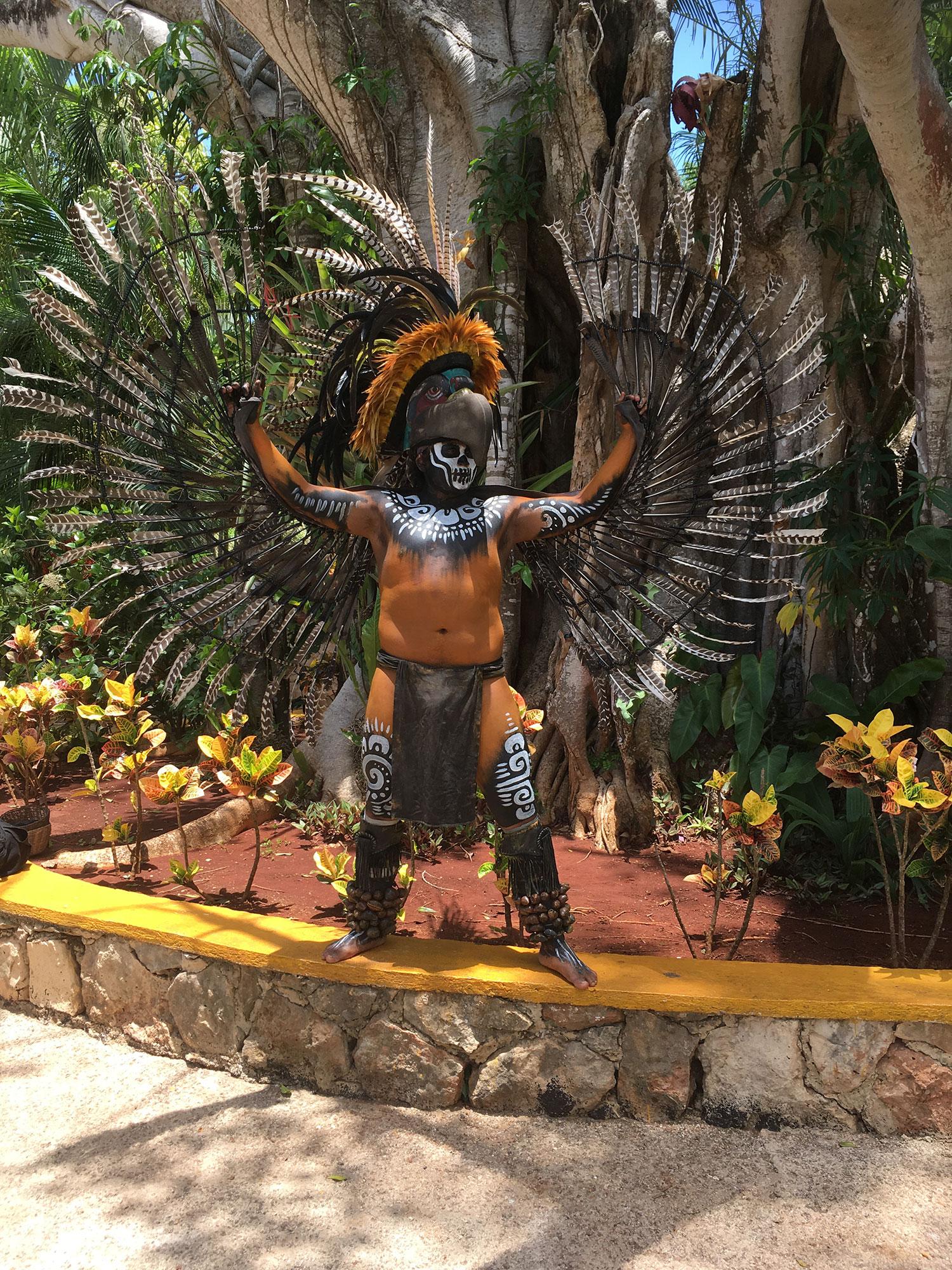 Hammocks_and_Ruins_What_to_Do_Mexico_Mayan_pyramid_cenote_Ik_Kil_9.jpg