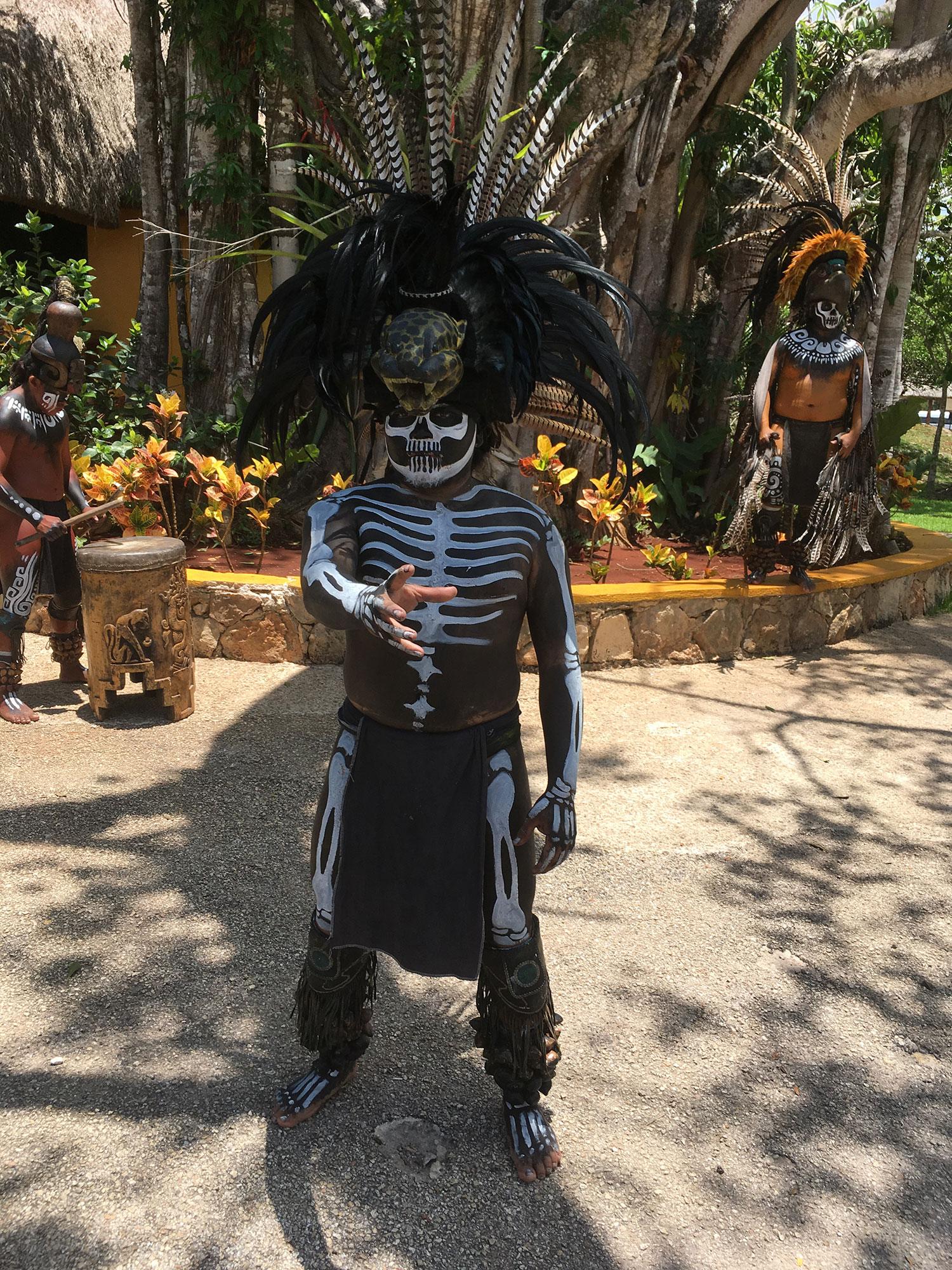 Hammocks_and_Ruins_What_to_Do_Mexico_Mayan_pyramid_cenote_Ik_Kil_15.jpg
