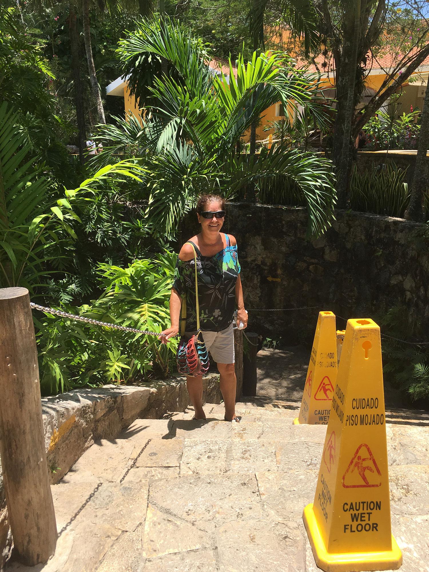 Hammocks_and_Ruins_What_to_Do_Mexico_Mayan_pyramid_cenote_Ik_Kil_24.jpg