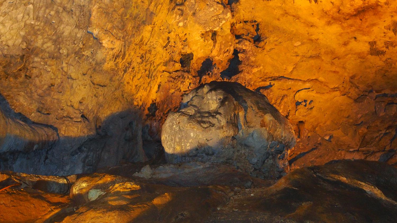 The head. Below various cave openings.