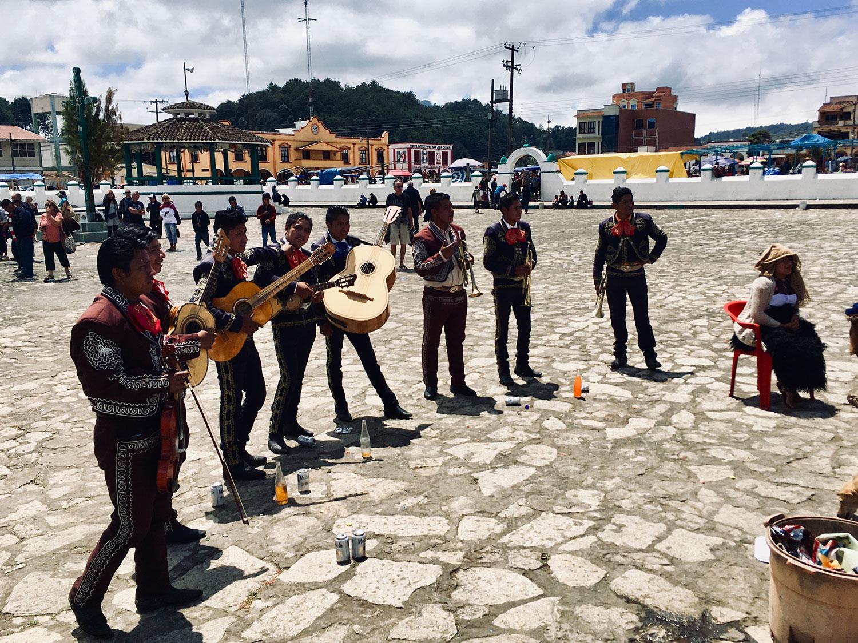 Hammocks_and_Ruins_What_to_Do_Mexico_Mayan_pyramid_cemetery_Chiapas_church_Chamula_11.jpg