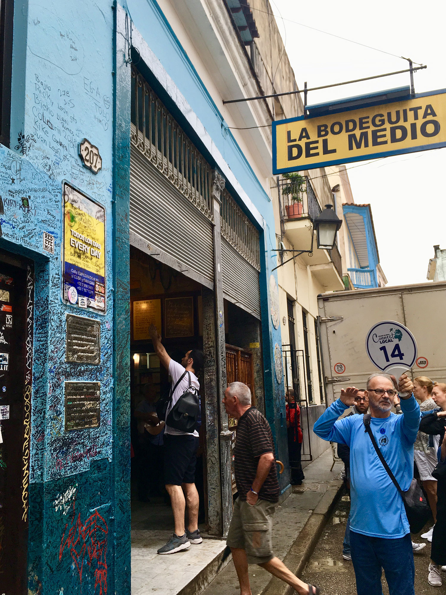 At La Bodeguita people were waiting outside for their turn.