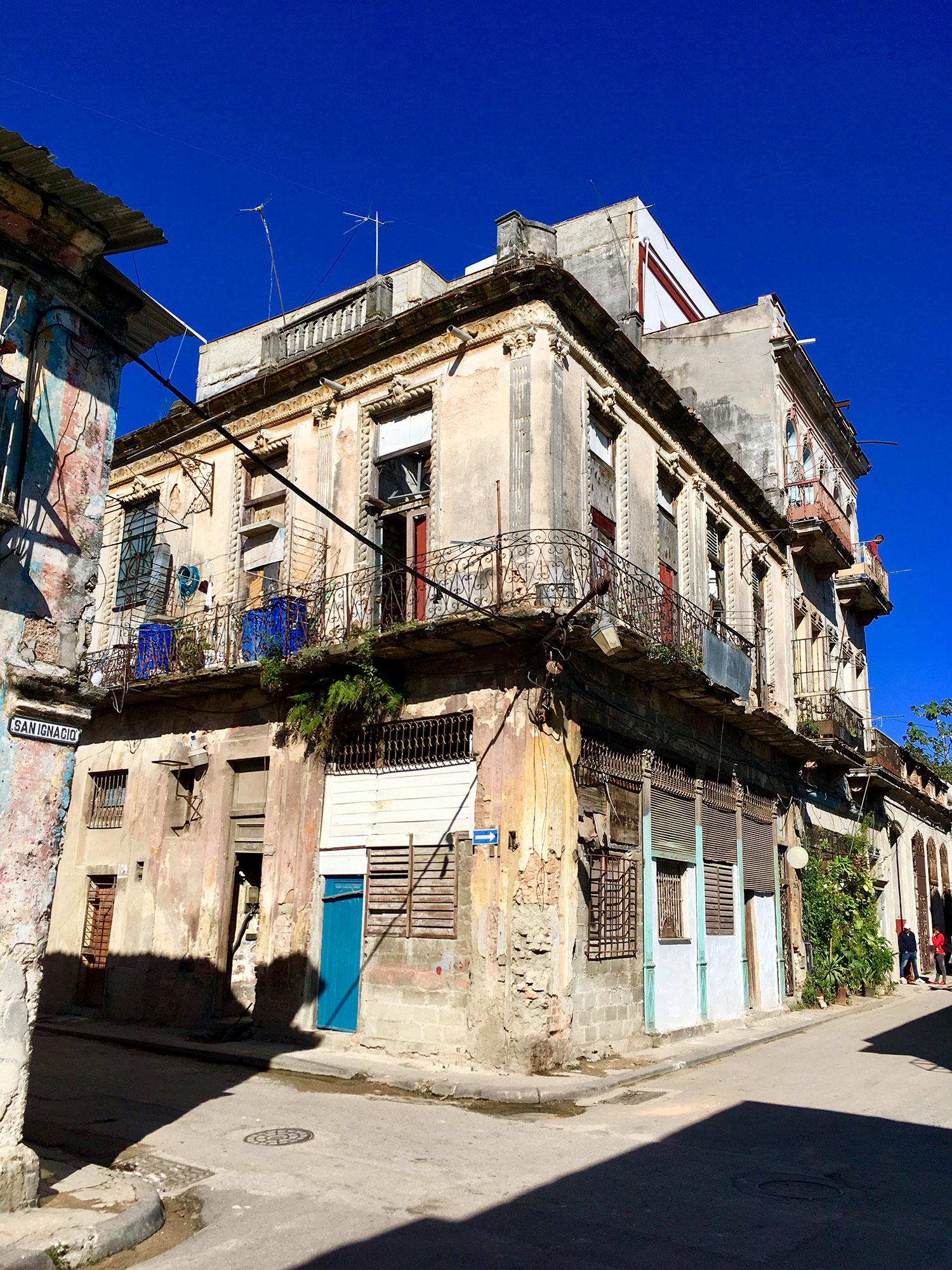 Hammocks_and_Ruins_What_to_Do_Cuba_Havana_island_socialist_5.jpg