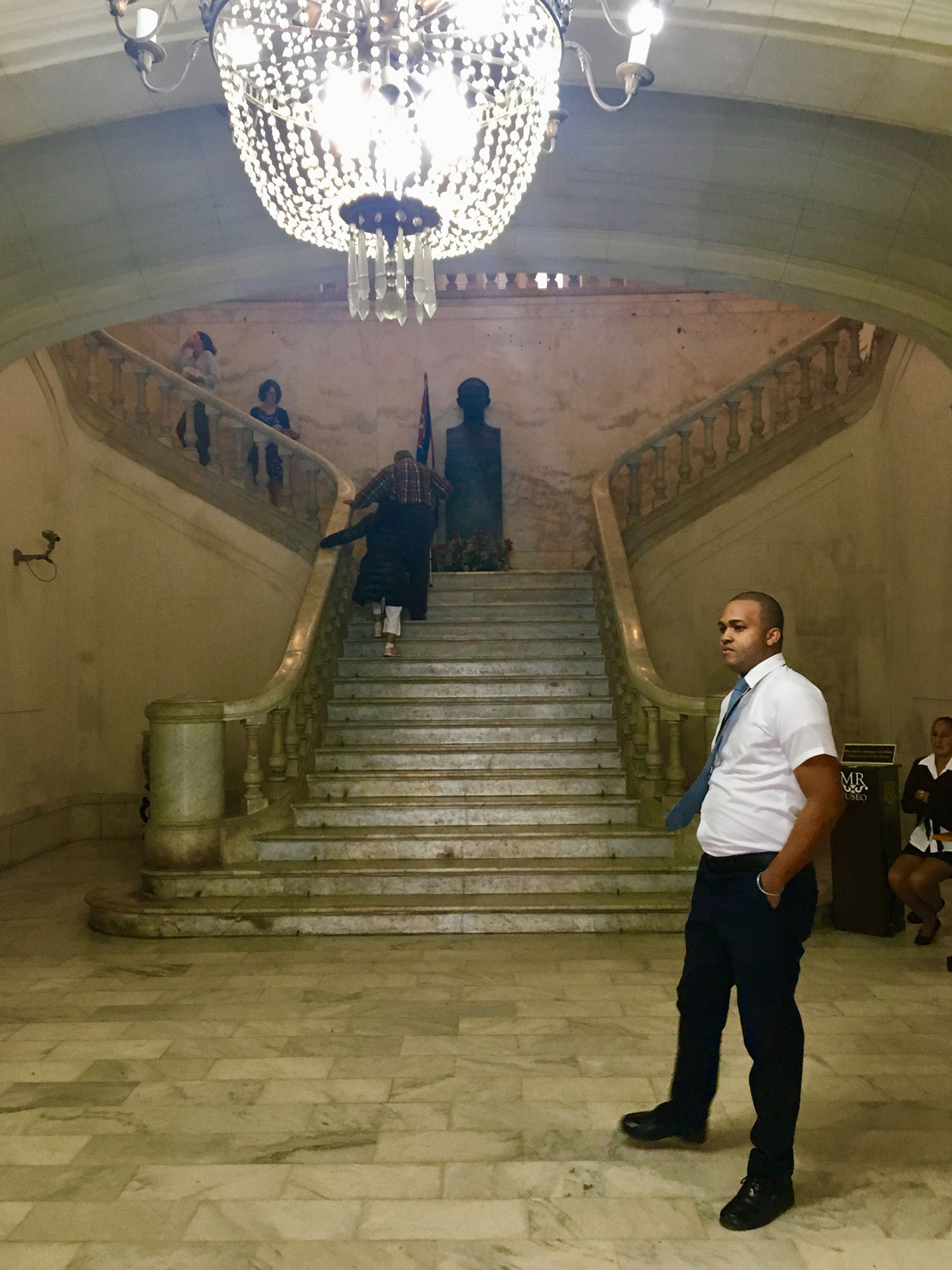 The guard and the main staircase with the bust of José Martí.