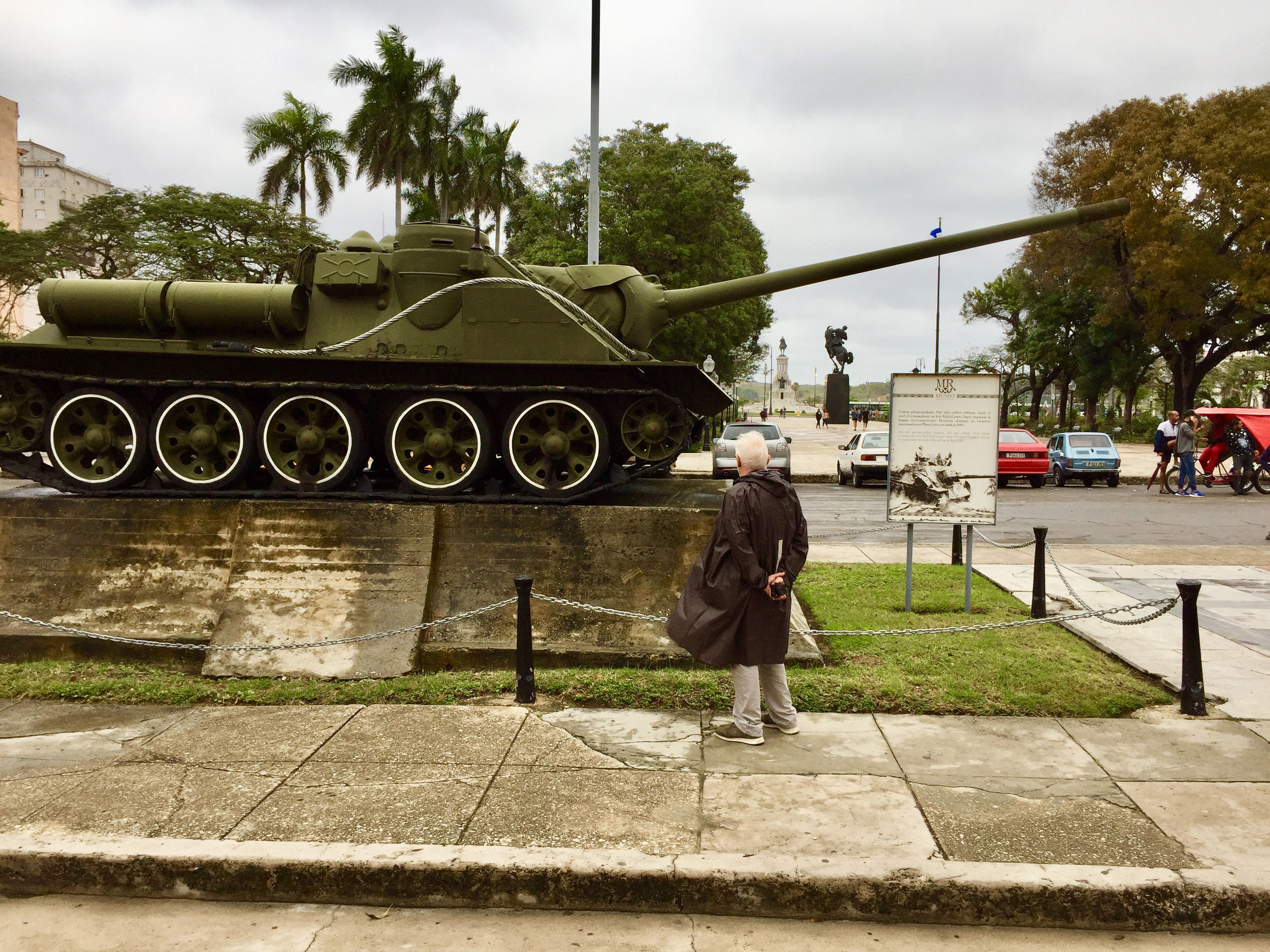 The tank outside the museum.