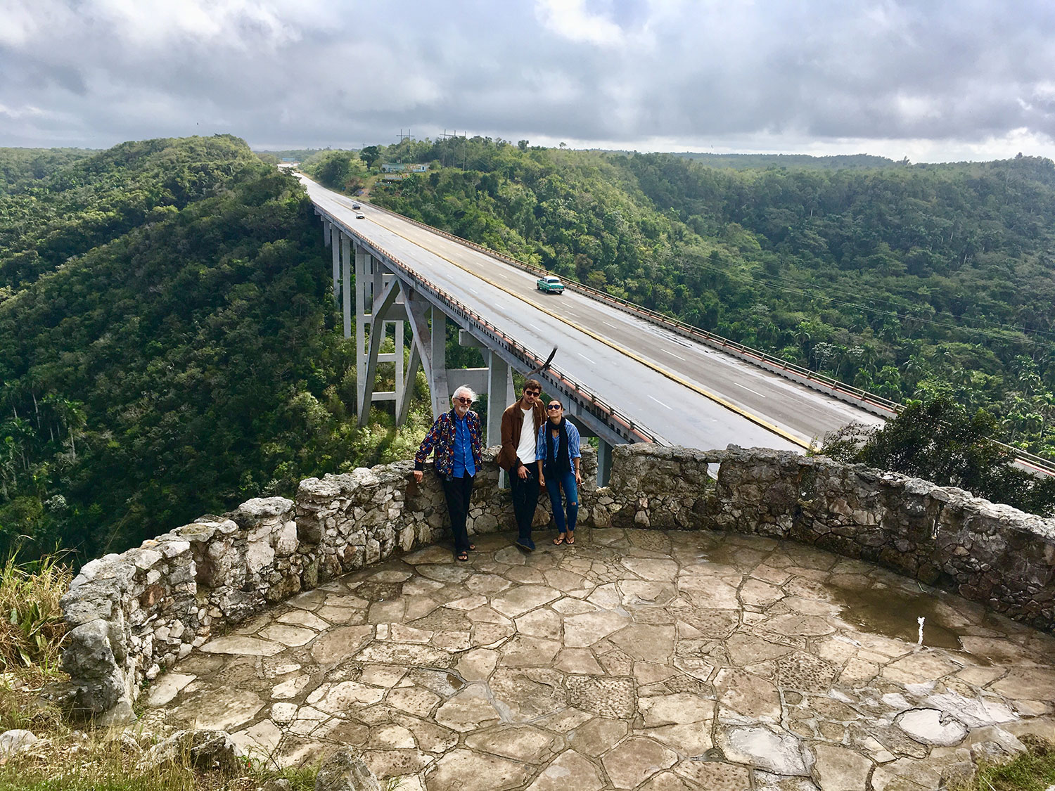 A must stop on the way from Havana to Varadero: Bacunayagua Bridge, the highest bridge in Cuba. Great views and piña colada. And food!