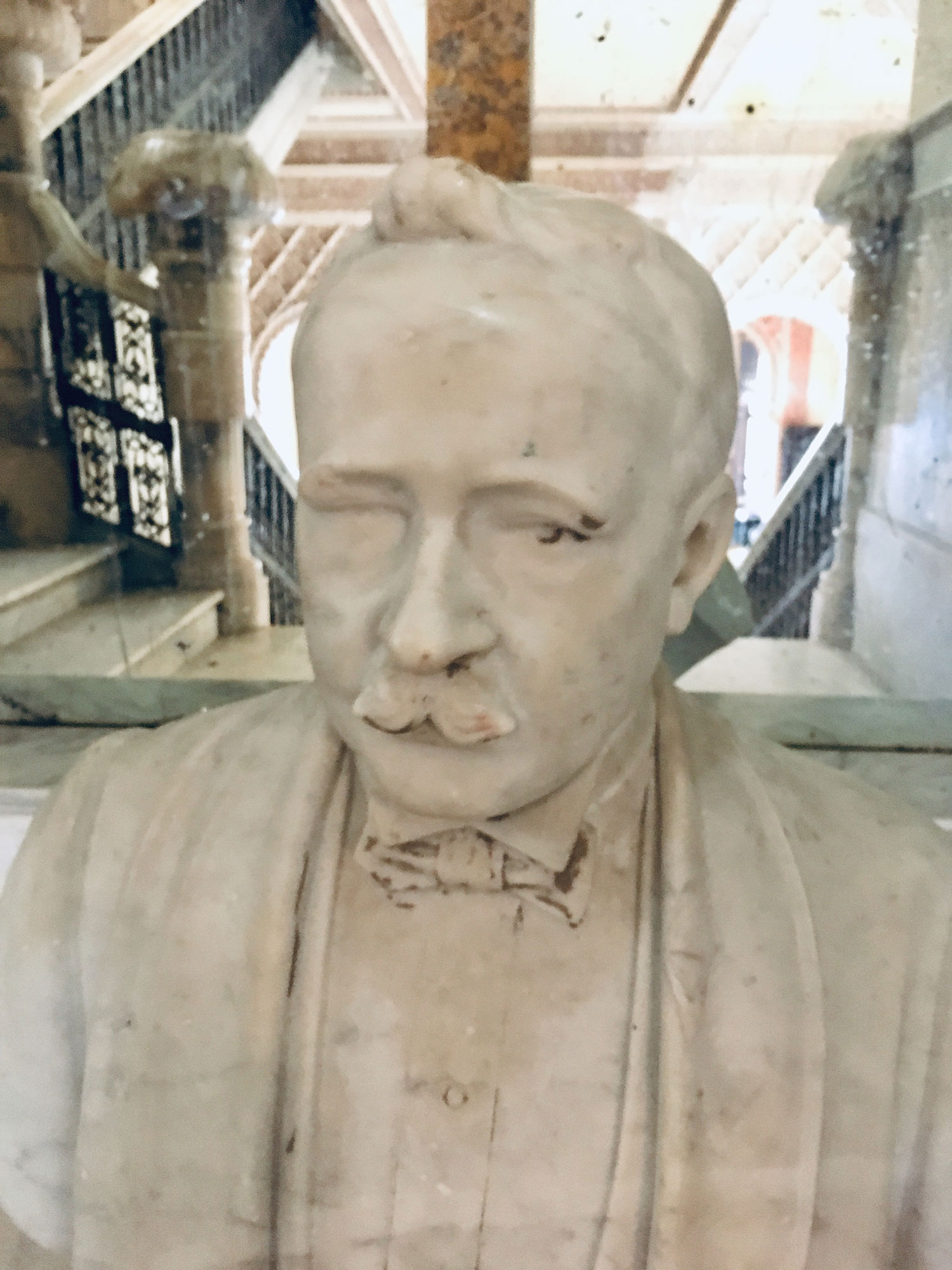 The bust of Don del Valle in the Palace.