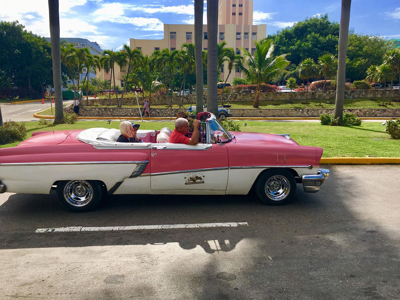 Havana cliché photos. Yes, plenty of vintage cars about.