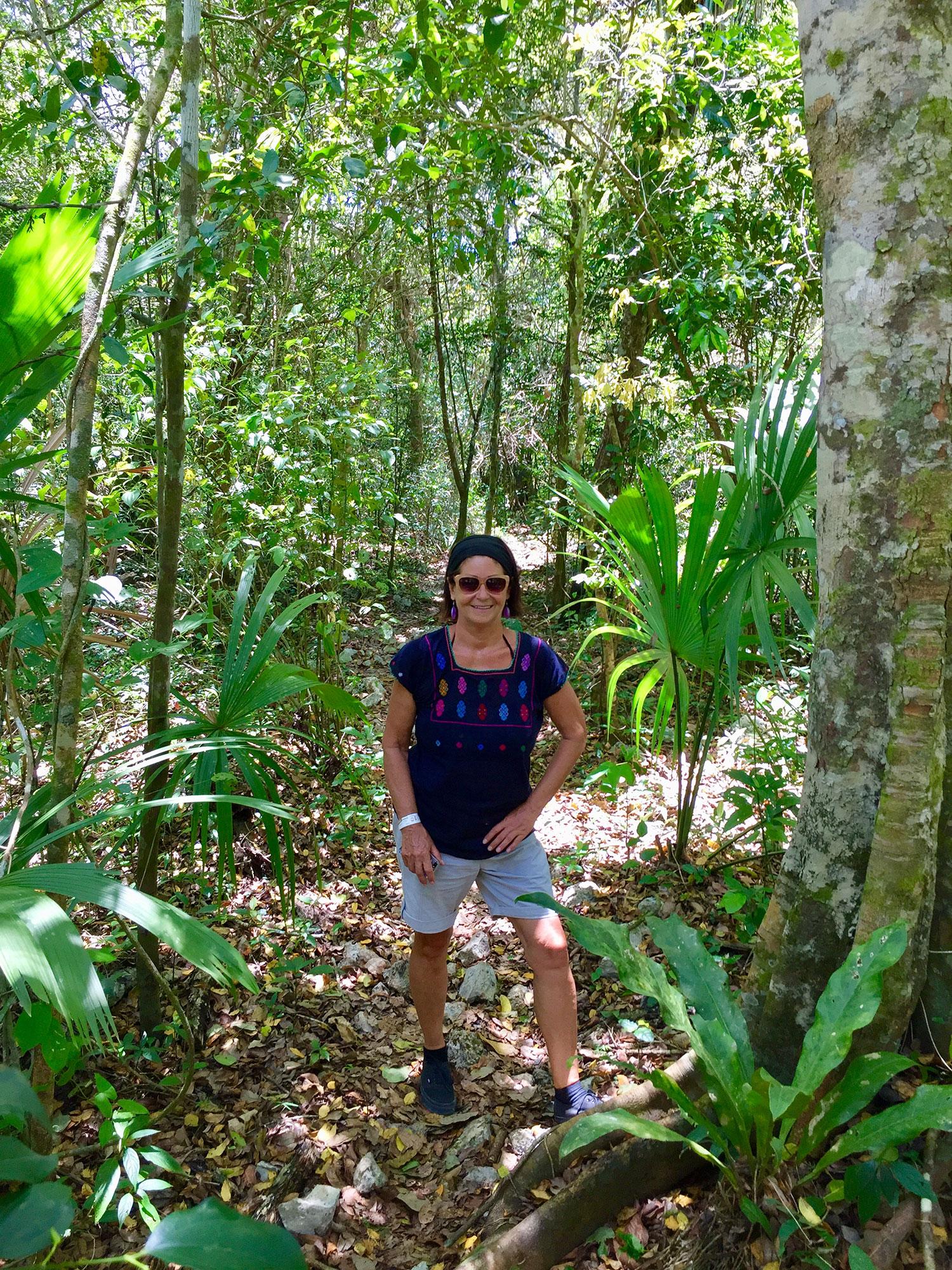 Hammocks_and_Ruins_What_to_Do_Yucatan_jungle_lake_Punta_Laguna_monkey_spider_howler_in_the_wild_5.jpg