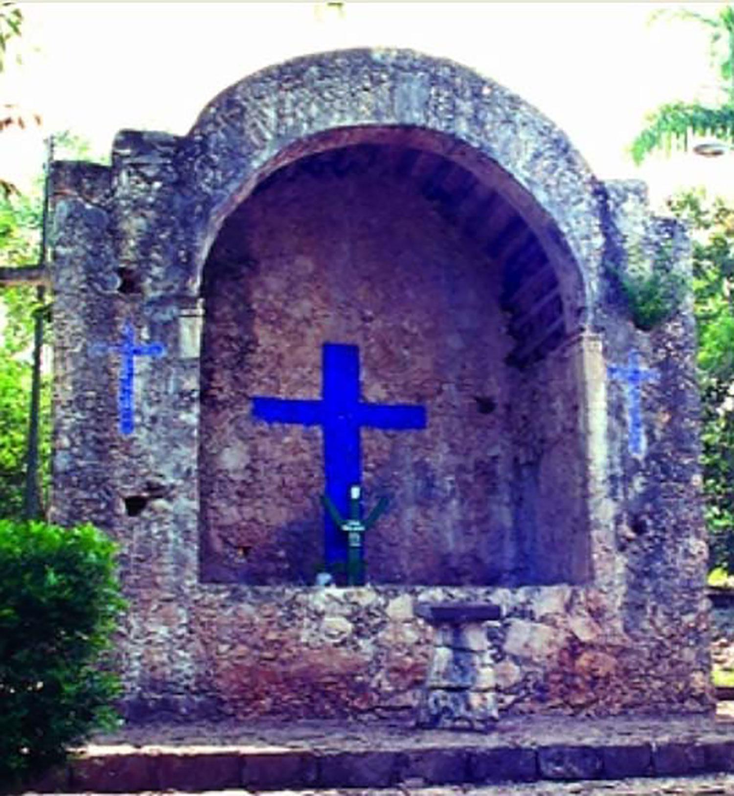 Reconstructed shrine of the Speaking Cross, Felipe Carrillo Puerto:  commons.wikimedia.org .