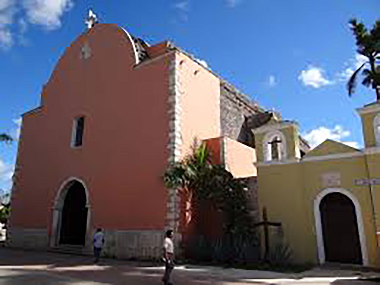 Balam Nah Church:  commons.wikimedia.org .