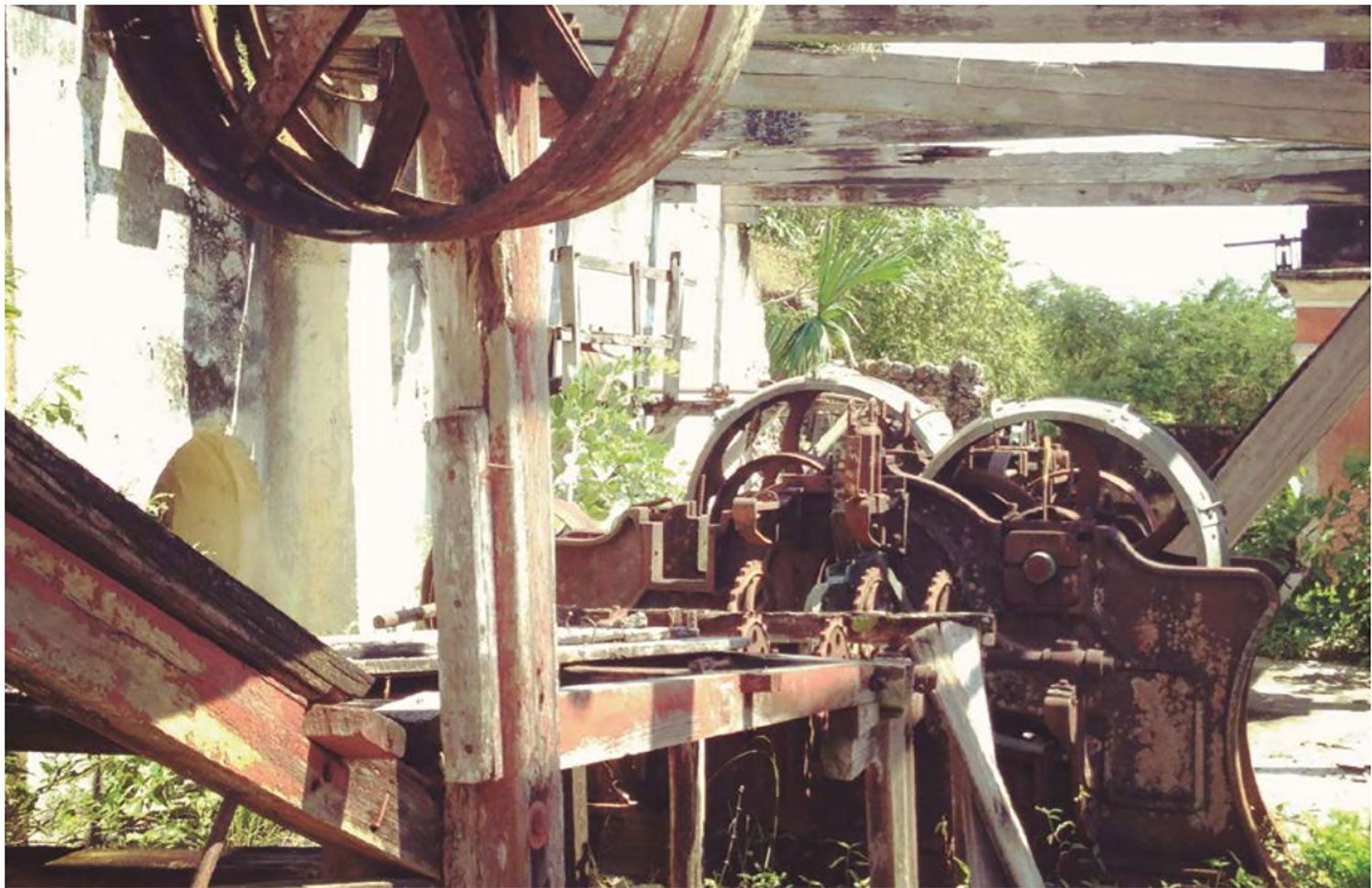 Machinery damaged with time. Source:  yabucu.mx .