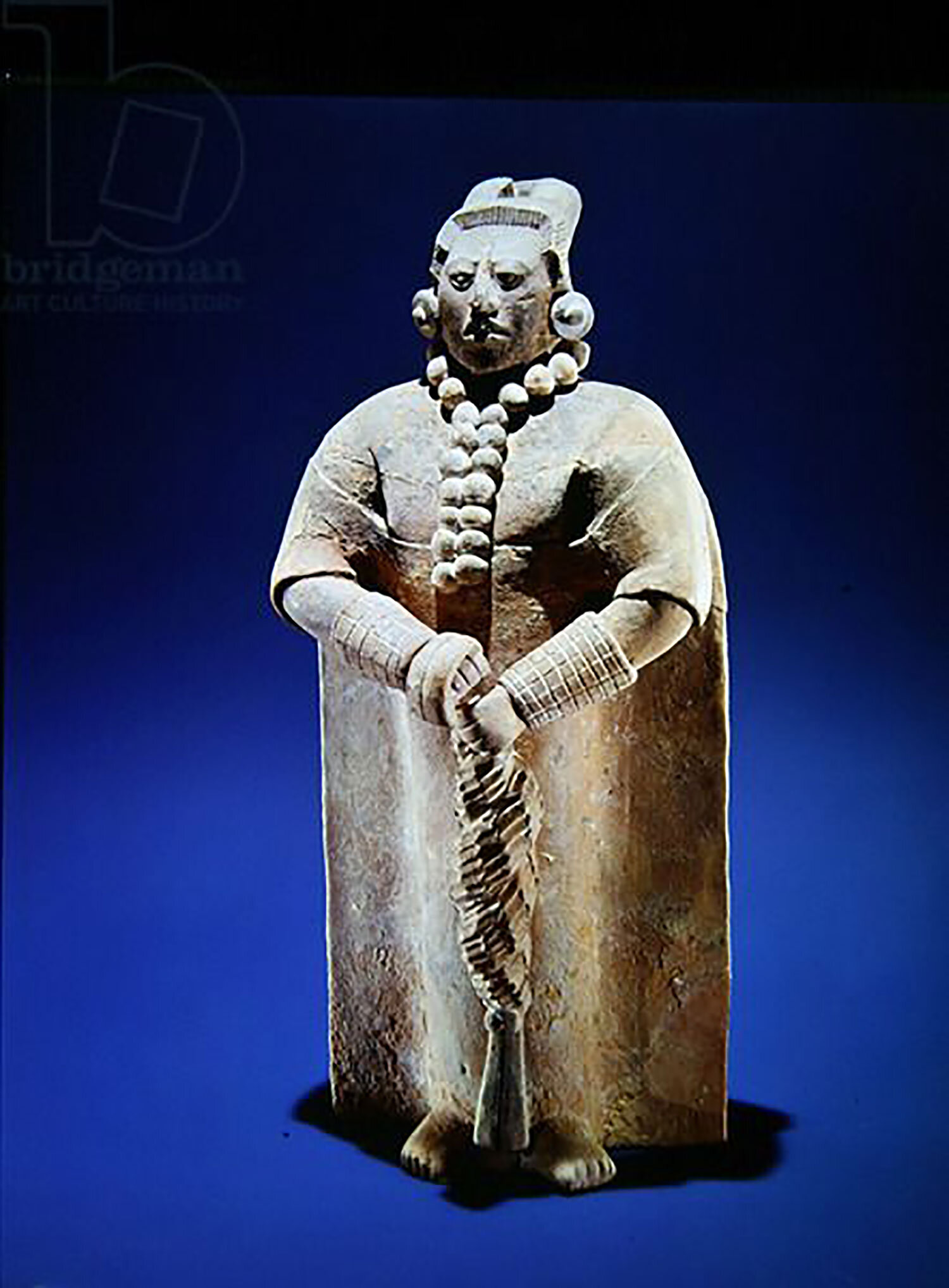 Standing royal figure from Jaina island. Source:  pinterest.com.mx .