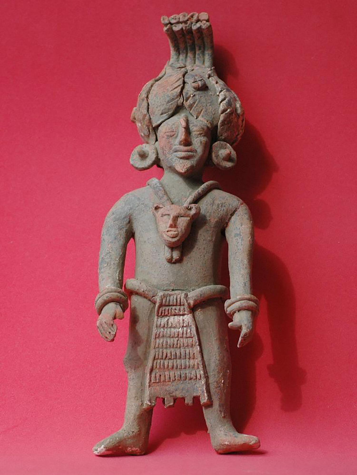 Shaman (priest), sculpture from Jaina island:  pinterest.com.mx .