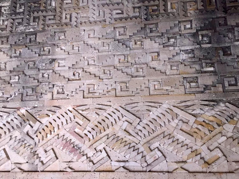 Mayan plate with maize god resurrection scene, 600–800 AD:  pinterest.com.mx .