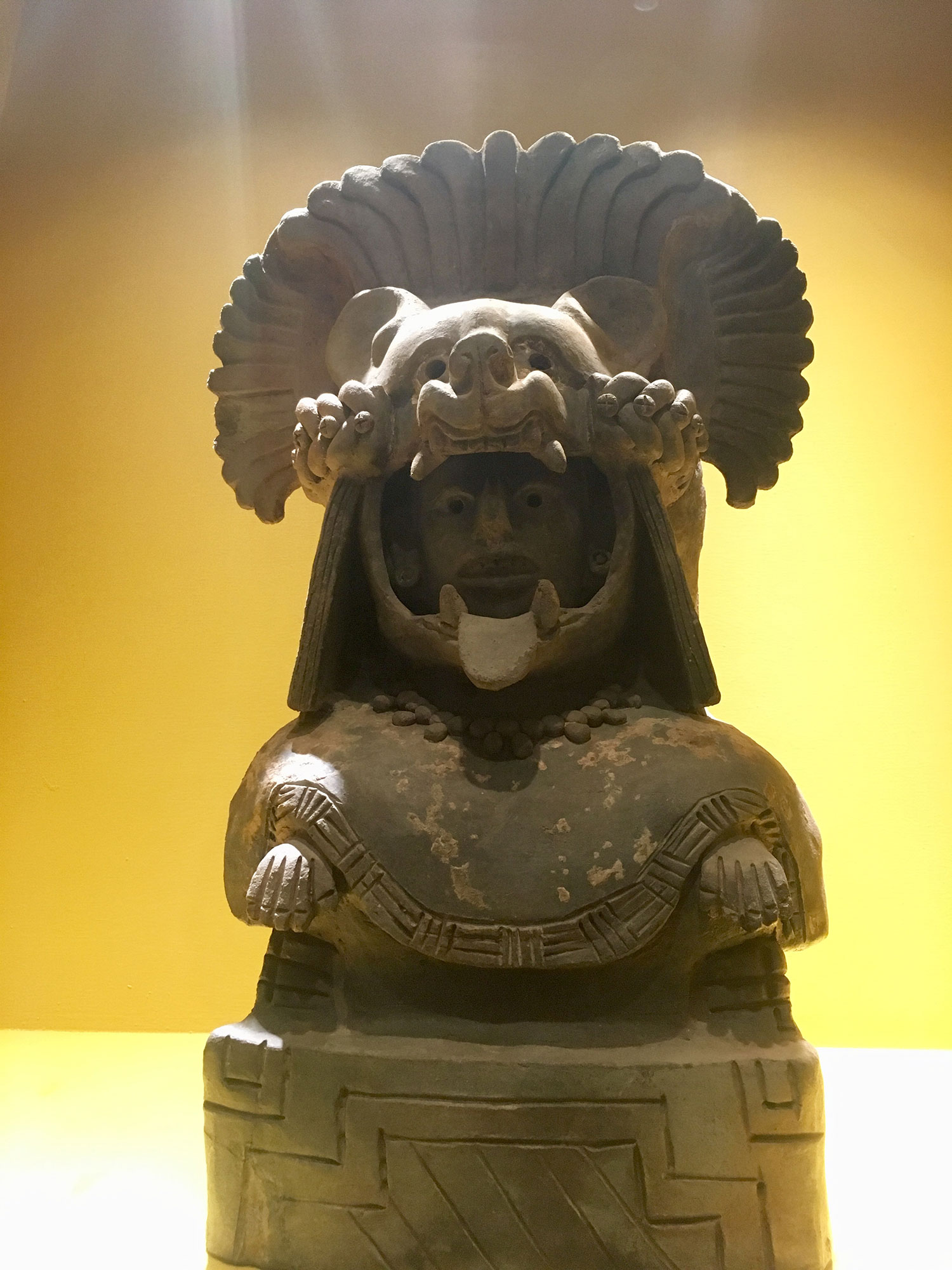 A royal dynasty from 500 BC, from Tomb 95-1, with a jaguar helmet.