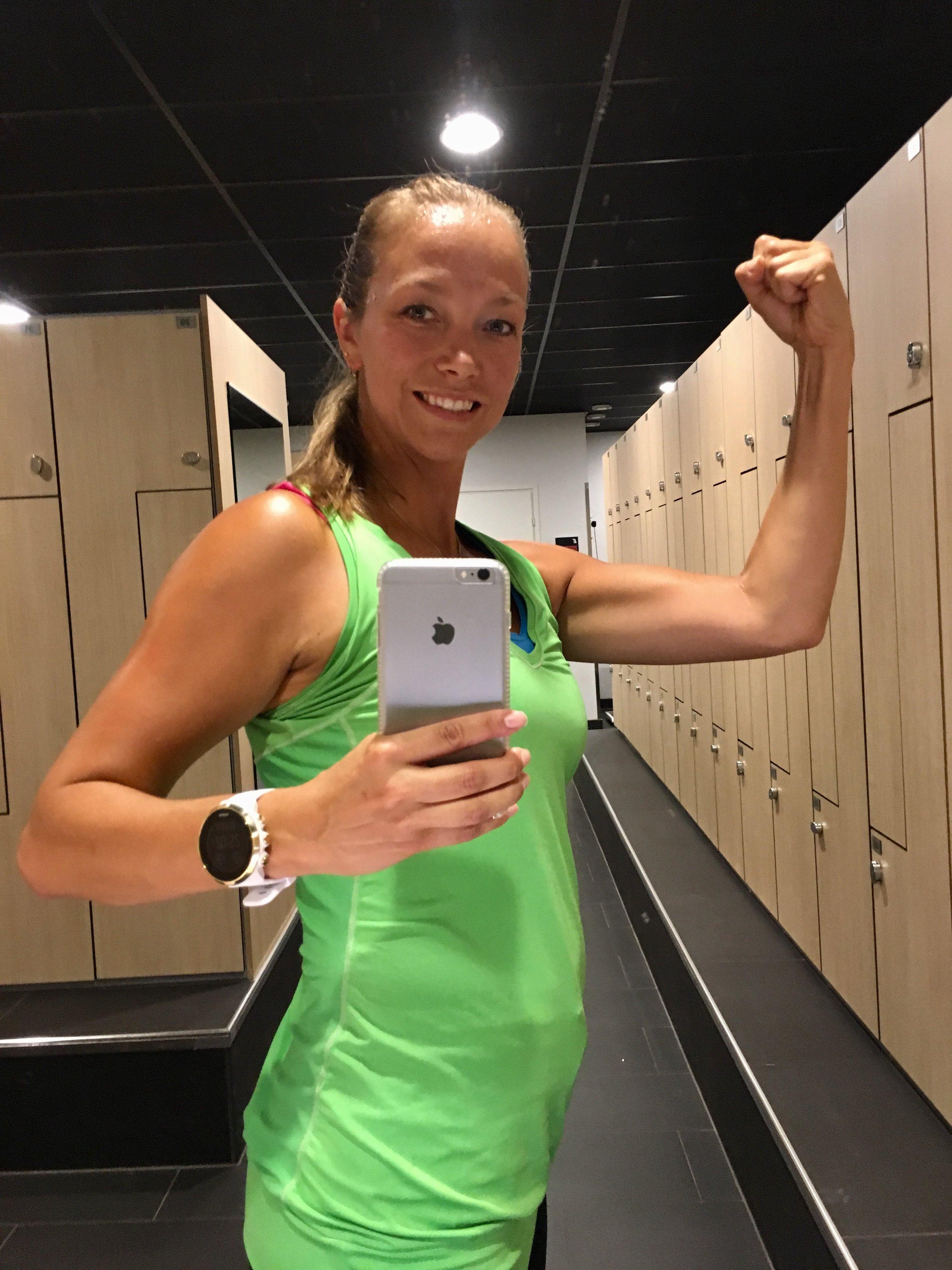 Tämä on ainoa koskaan ottamani sali-selfie. Otin sen innoissani erään onnistuneen treenin päätteeksi, koska tunsin itseni niin vahvaksi ja voimakkaaksi. Se oli vahvasti positiivinen kehonkokemus ja kehokokemus :)