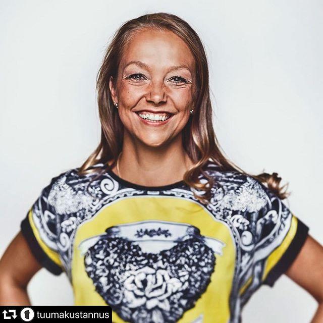 #repost @tuumakustannus ・・・ Ihana kirjailijamme Katarina Meskanen (@psykat.fi) 💛  Katarina on toinen Rakas keho -kirjan tekijöistä. Hän on pitkään kehonkuvaongelmien ja syömishäiriöiden parissa työtä tehnyt kliininen psykologi. Katarinalla on vahva osaaminen kehonkuvatyöskentelystä ja kehollisista menetelmistä. Työssään hän on nähnyt, miten vahvasti oma keho ja siinä viihtyminen vaikuttavat ihmisen hyvinvointiin. Siksi Katarinan intohimo on auttaa ihmisiä voimaan paremmin omassa kehossaan.  Katarina on kirjoittanut myös Pysäytä tunnesyöminen -kirjan, joka on tarkoitettu jokaiselle syömisensä ja ennen kaikkea omien tunteidensa kanssa kamppailevalle.  Linkit Katarinan kirjoihin löydät biosta.  Kuva: @heidistrengell  #kirjailija #kirjailijaesittely #rakaskeho #pysäytätunnesyöminen