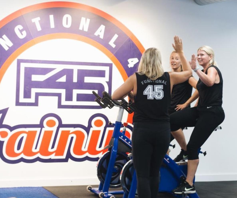 f45 fitness traingin brighton girl