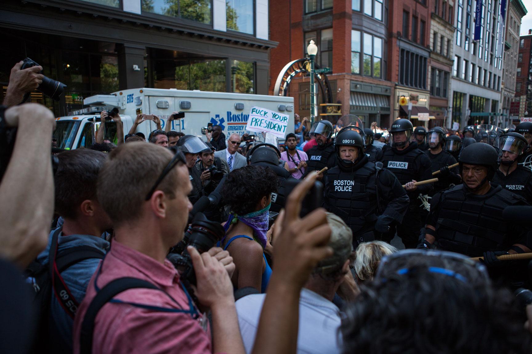 Riot_Police_03w.jpg