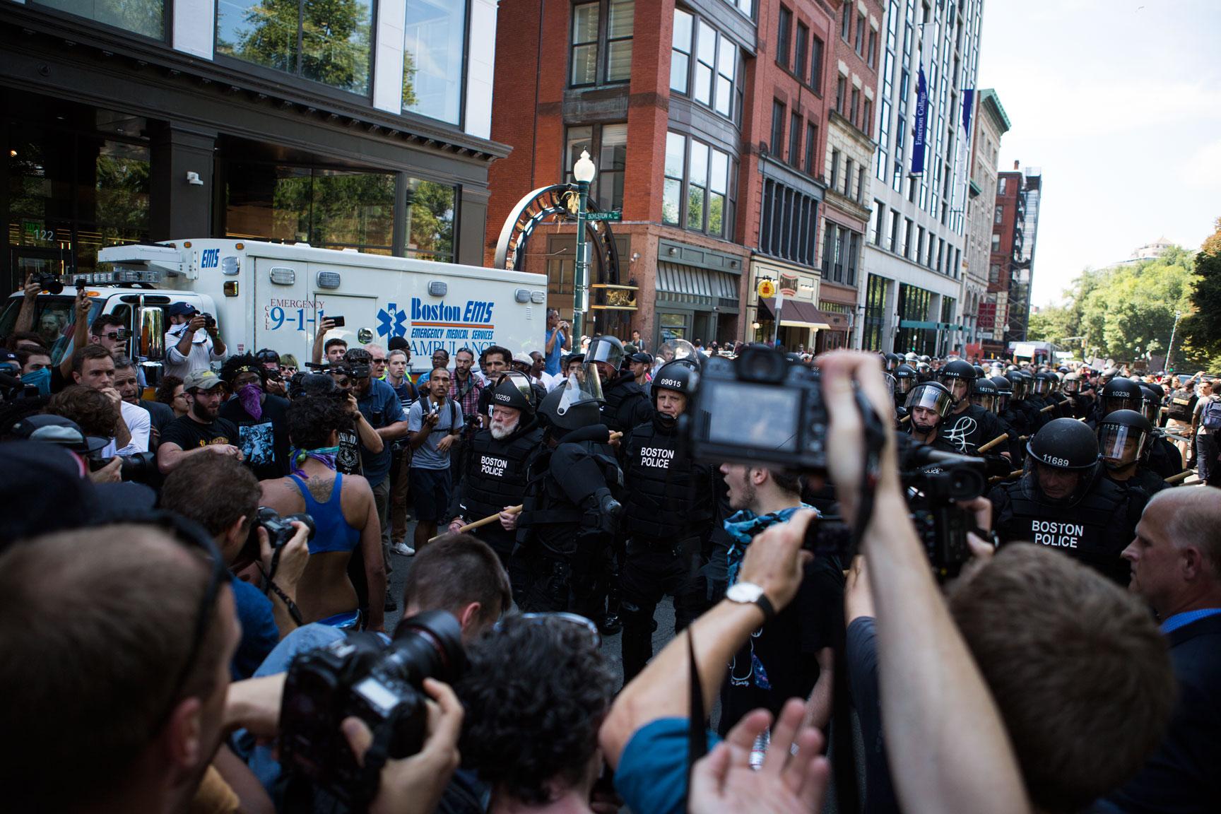 Riot_Police_02w.jpg