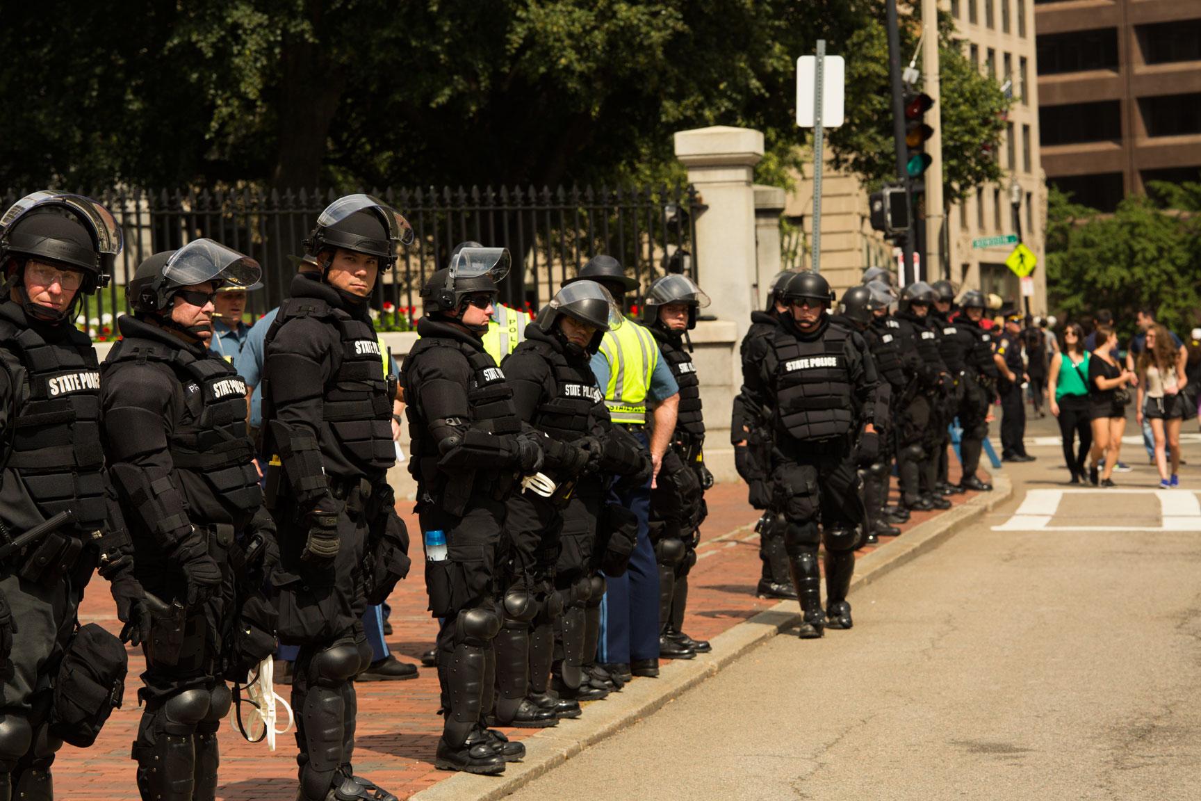 Riot_Police_05w.jpg