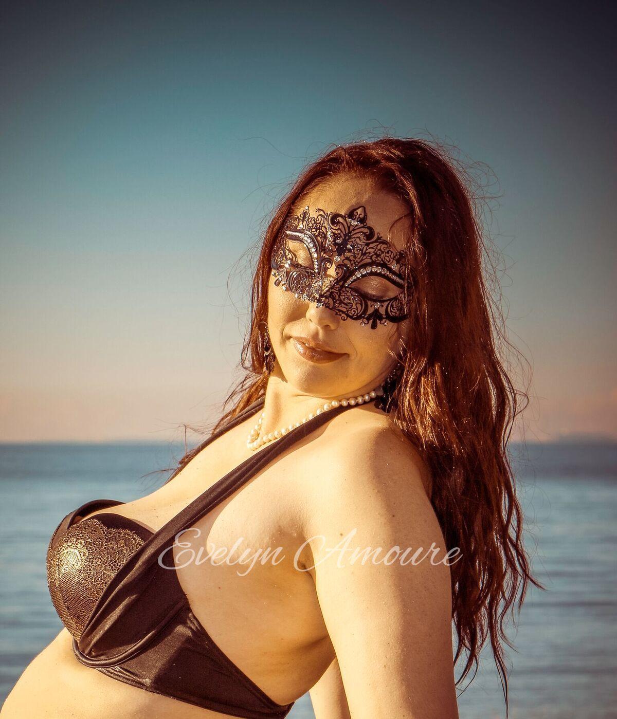 Evelyn Amoure 22.jpg