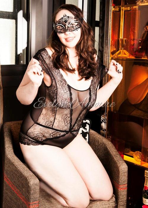 Evelyn Amoure Intimate Photoshoot (18).jpg