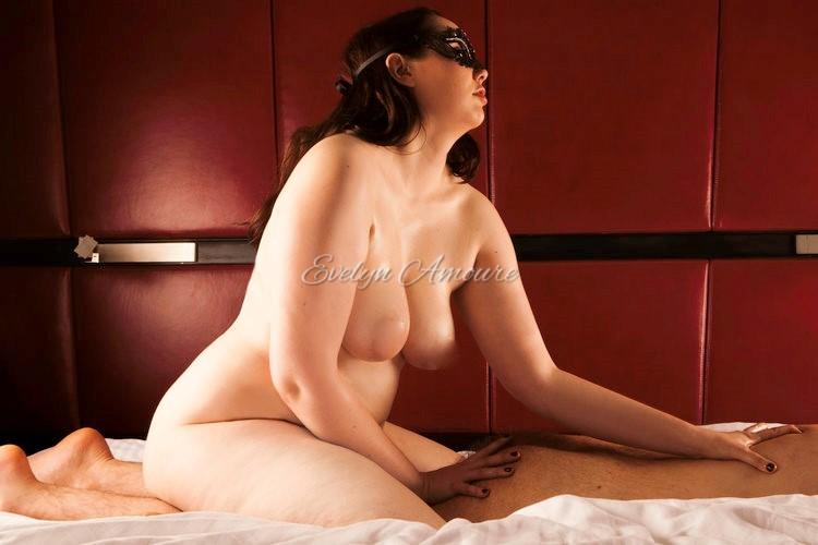 Evelyn Amoure Intimate Photoshoot (6).jpg