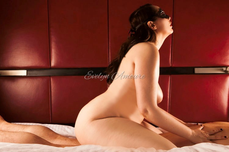 Evelyn Amoure Intimate Photoshoot (7).jpg