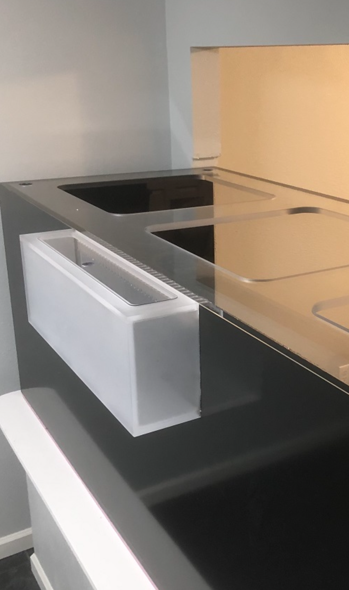 External overflow Box - External overflow boxes are ideal when you need a reef ready aquarium but don't want to take up room inside the aquarium with a bulky overflow box. An extremely clean looking alternative.