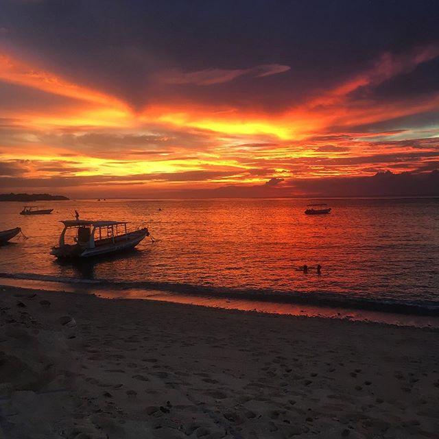 Magnifique coucher de soleil sur Nusa Lembongan. #sansfiltre #bali #nusalembongan #nusaindah #cieldefeu