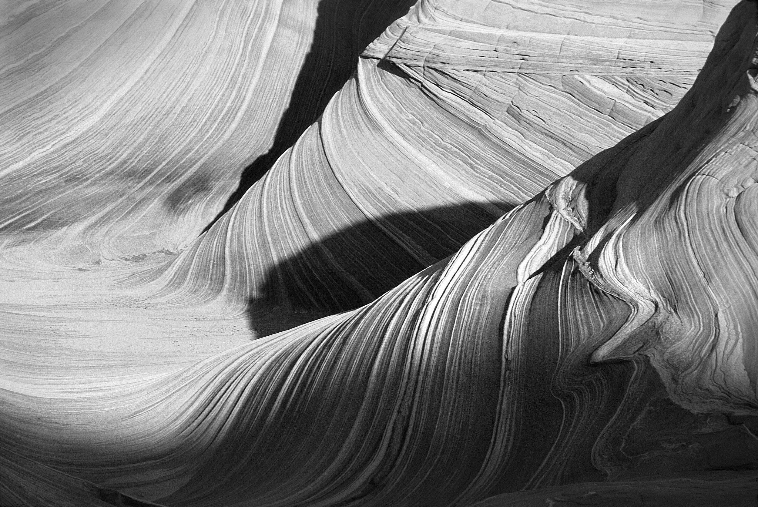 3082627-black-and-white_canyon_curve_desert_landscape_pattern_sandstone.jpg
