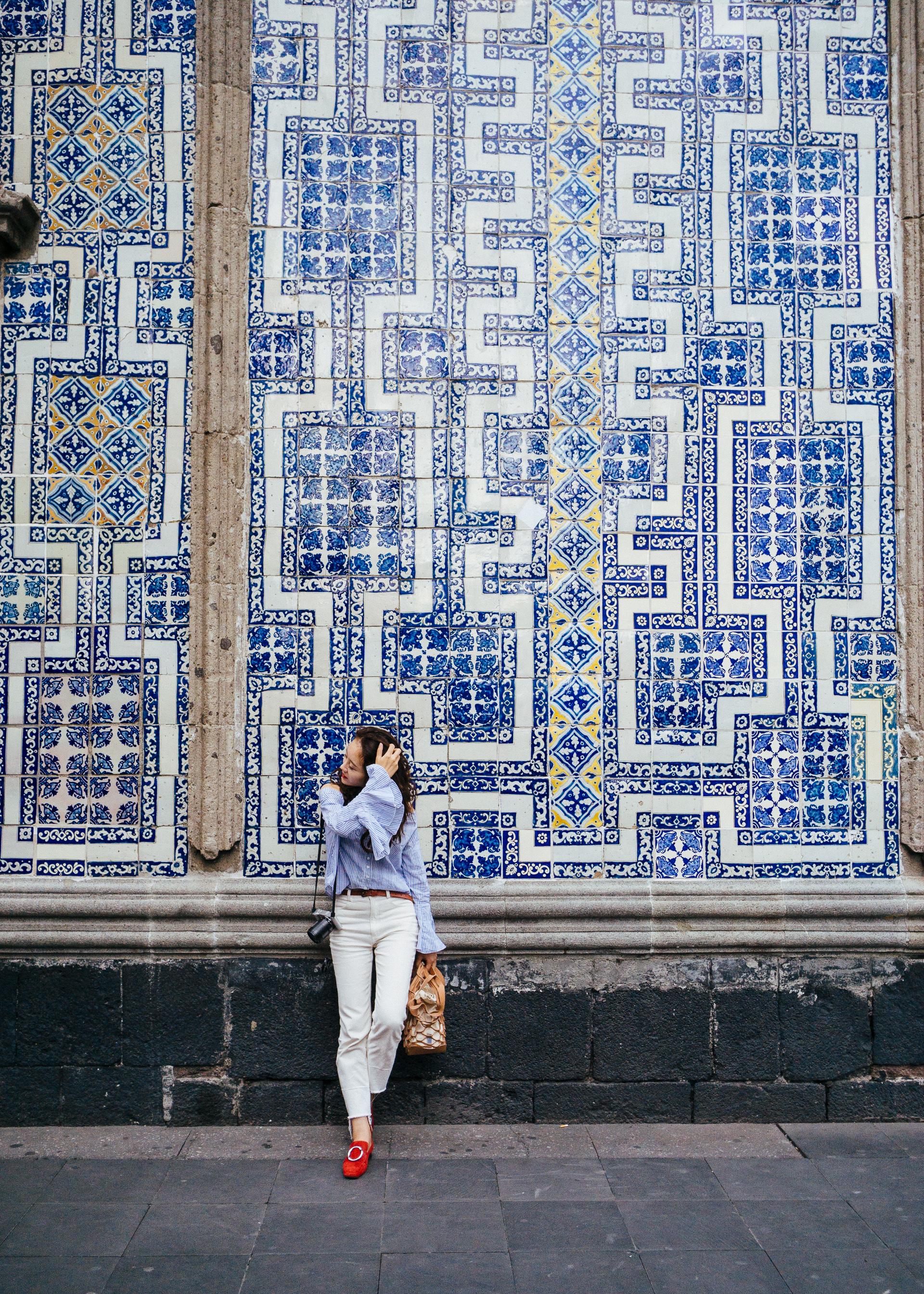 瓷砖之家醒目的蓝白外墙是网红们打卡的圣地