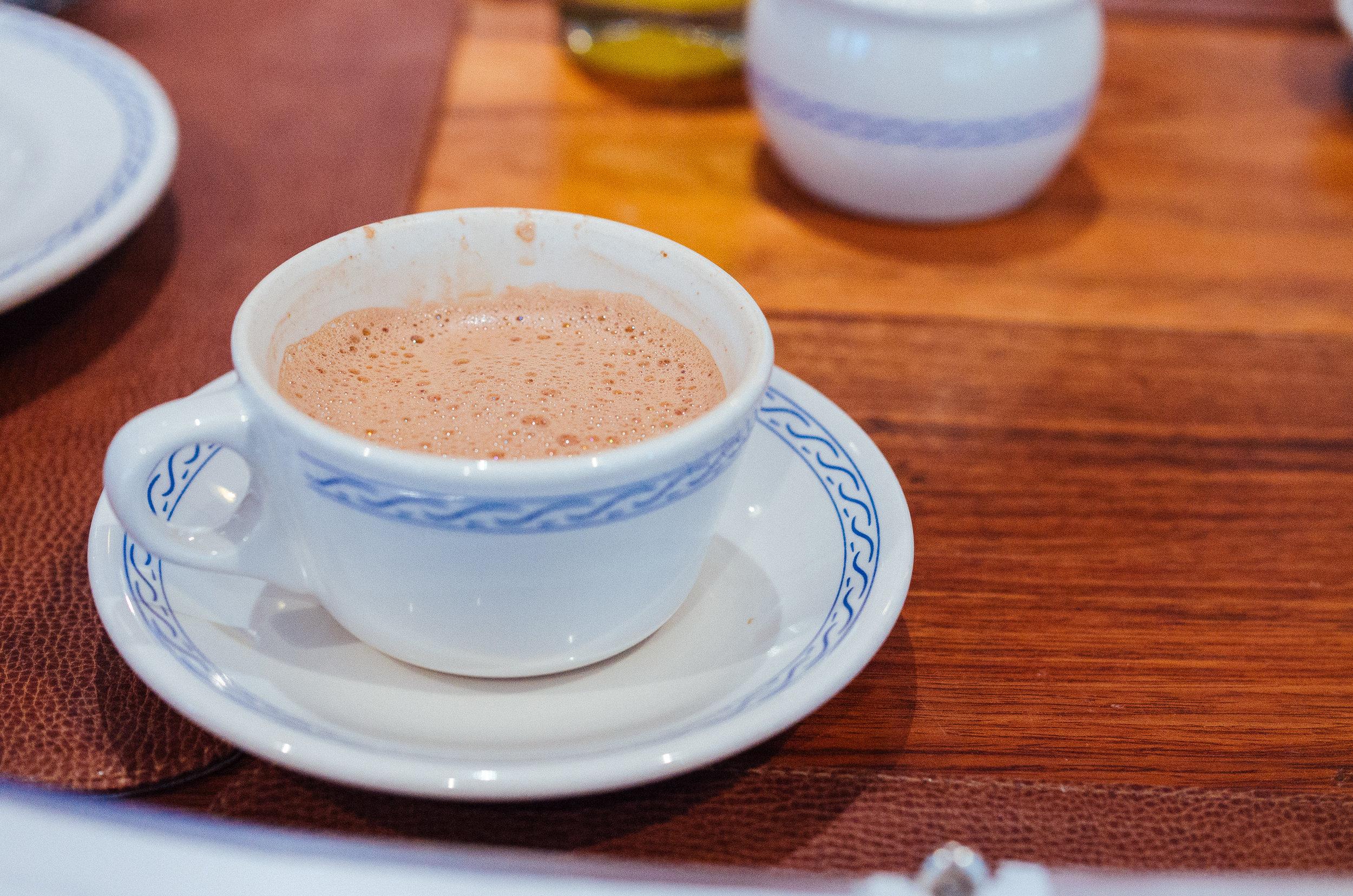店内的墨西哥热巧克力是卷儿每次必点的饮料。喝不过隐的还可以买上几块固状的巧克力块带回家自己煮着喝。