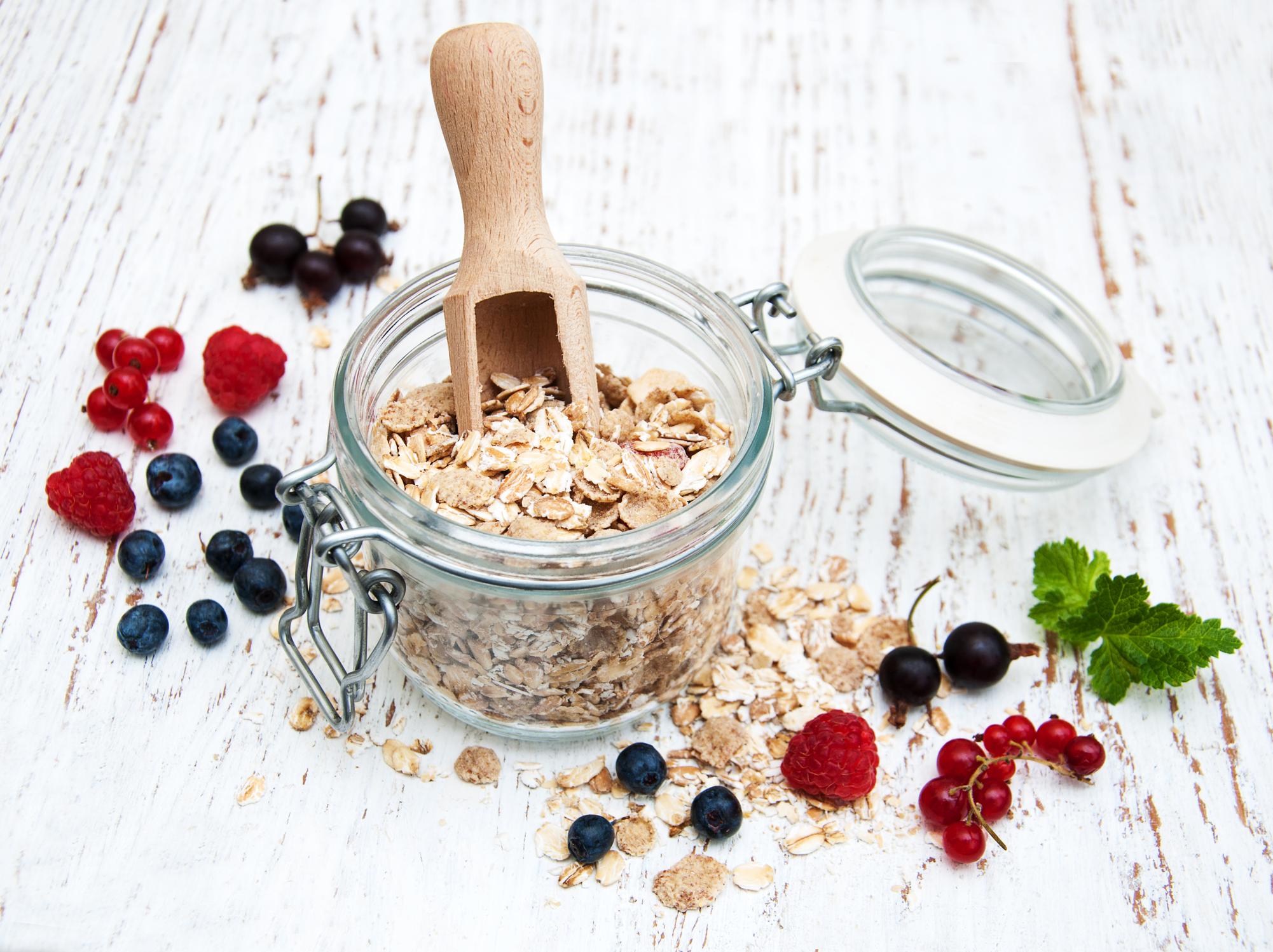breakfast-with-fresh-berries-67200875.jpg