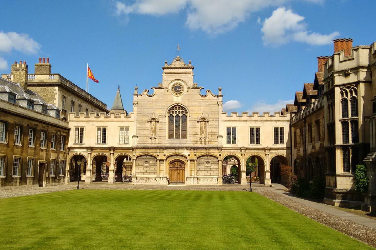Ol court and Chapel in Peterhouse, Cambridge.