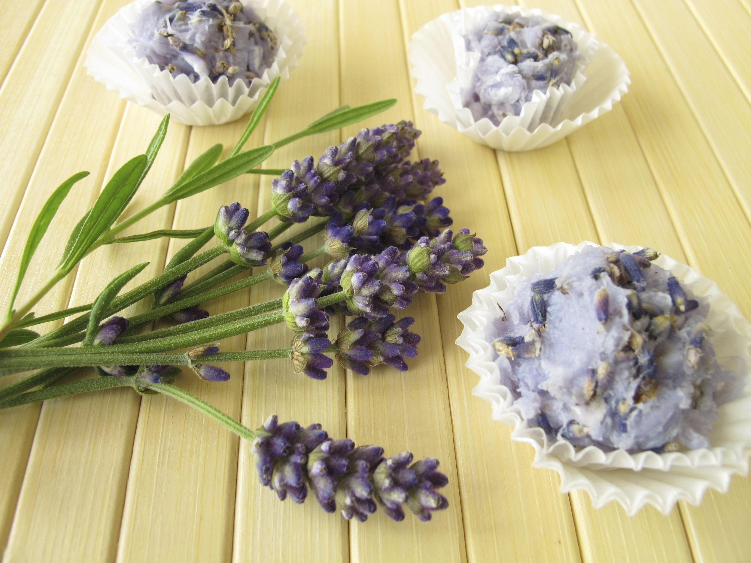 Homemade-soap-pralines-with-lavender-000026149820_Large.jpg