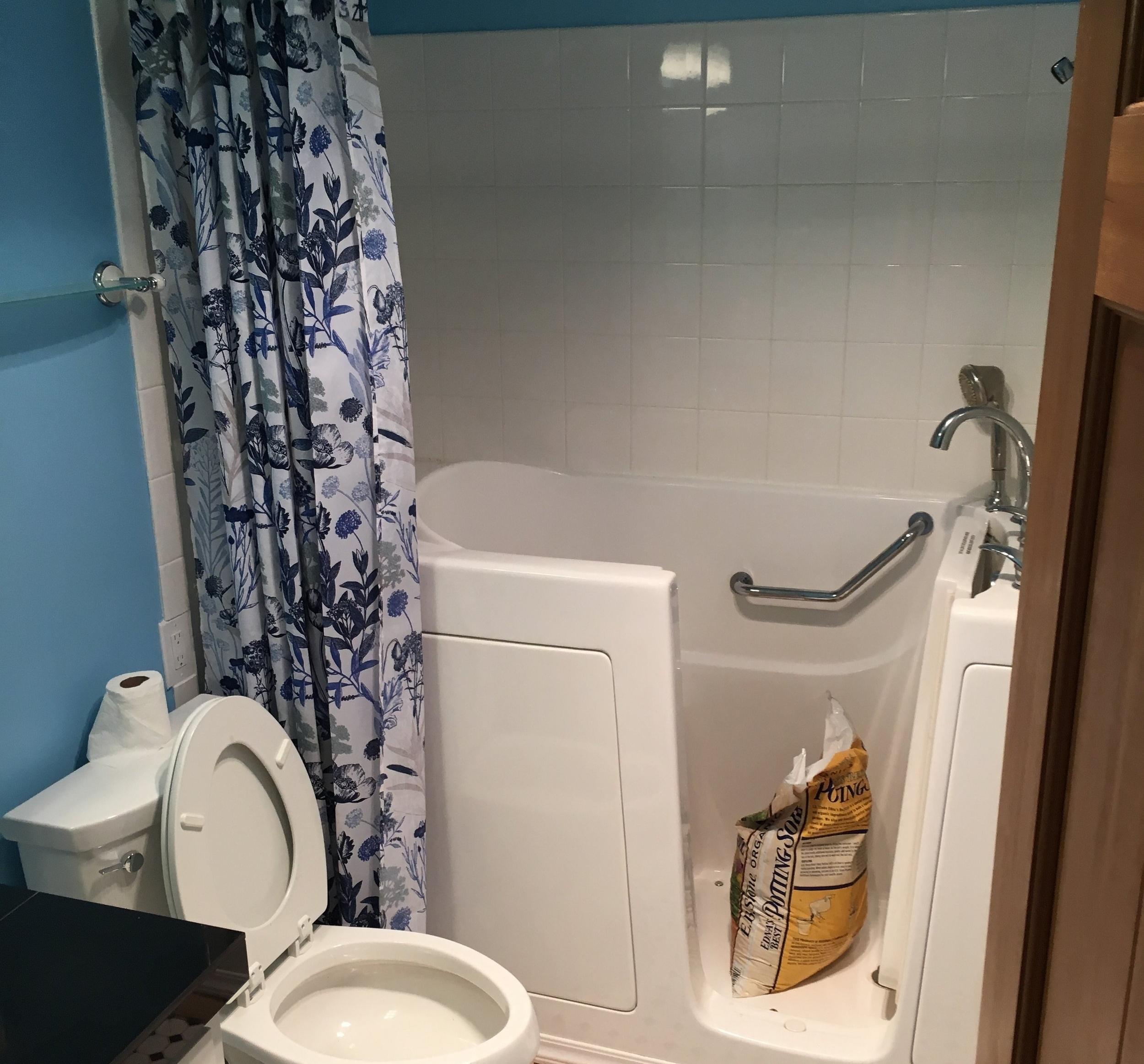 condo-renovation-before-bathroom