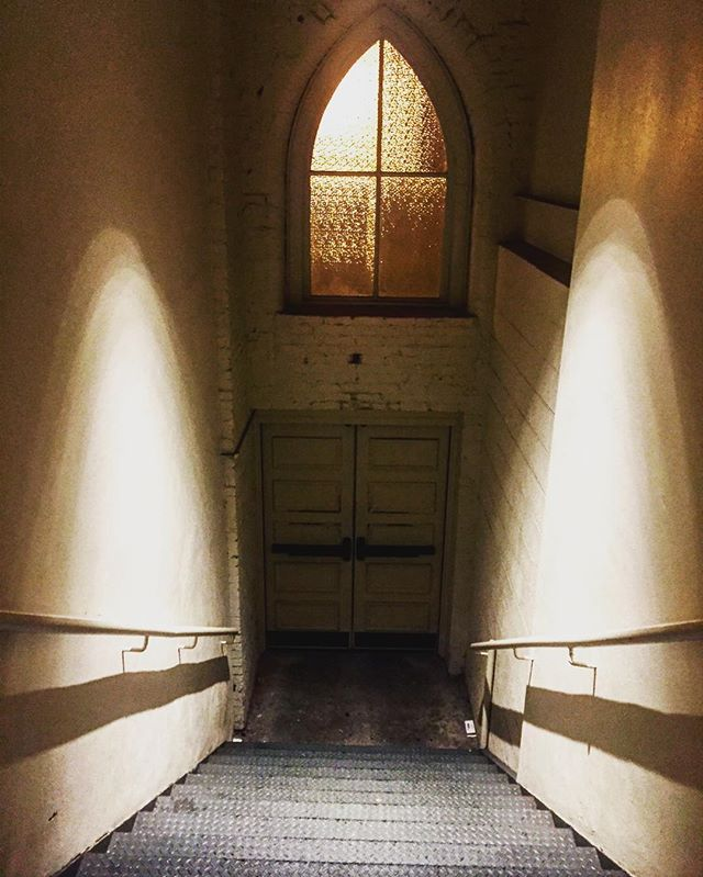 The Ryman Auditorium is so sacred Even the stairway has angel wings. 🙏🏻🎶✨🎼🎙🎵🎸🎫✨🎶🙏🏻 #Stairway🎶 @theryman #Nashville #RymanAuditorium #MusicCity #Music