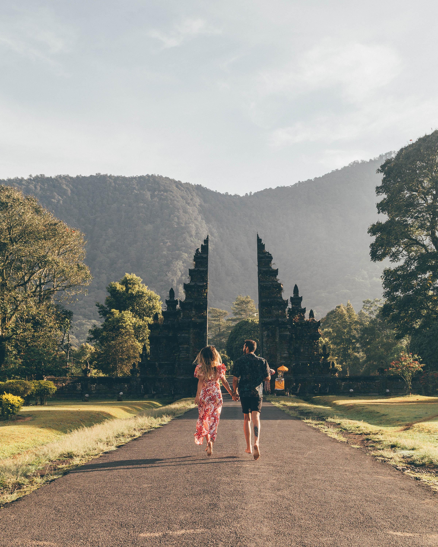 munduk travel guide handara gates north bali indonesia couple photography bloggers influencers freeoversea