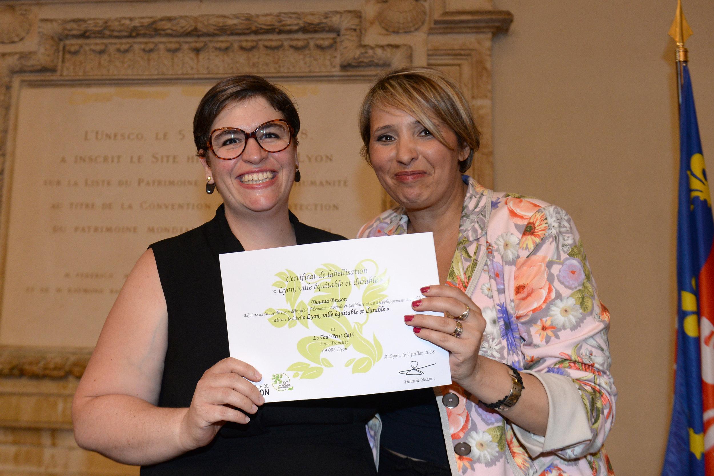 Anne Vast (gérante du Tout Petit Café) et Dounia Besson (adjointe au maire de Lyon) - crédit photo :Laurent Cerino