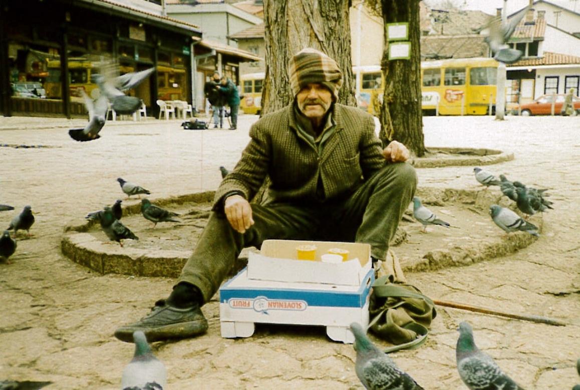 Sarajevo_Man&Pigeons.jpg