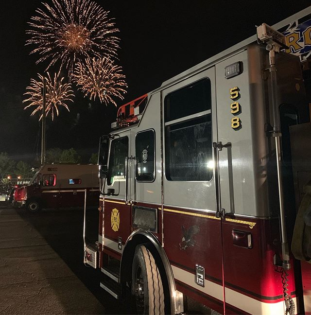 @roslyn_highlands_fire_co Quint 598 along with @roslynrescue Rescue 563 and Gator1 were on standby to ensure everyone had a safe night at the annual Bar Beach Fireworks.