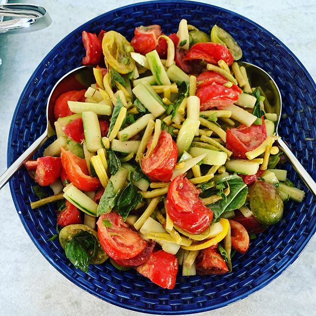 His glorious heirloom tomato, white string bean and cucumber fall salad made with vegetables from the charming, authentic Hampton farmstand @fairviewfarmatmecox 🥗#husbandswhocook👨‍🍳#writersofinstagram