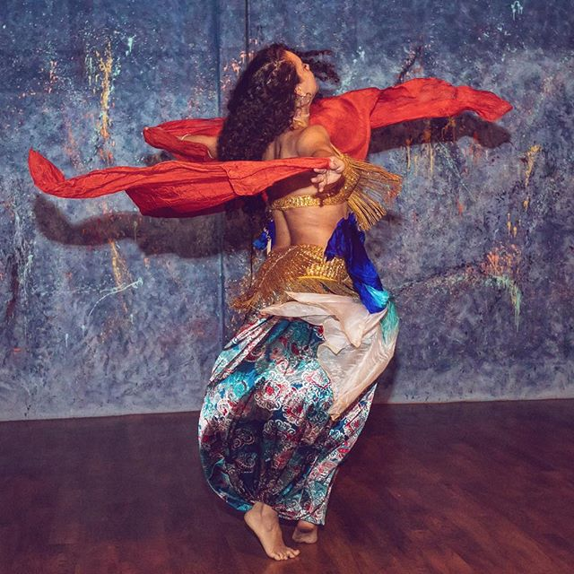 Step outside of your comfort zone and watch the magic unfold! Feel Good Flow| 5:15p w Jessi BellyDANCE Fusion| 6:45p w Alex Wind Down Flow| 8:00p w Ashley • • • • 📷 @maxson.media 💃🏽 @alii_samadhi  #feelgoodmovement #dancefitness #yoga #choreography #balance #hiphop #localbusiness  #goodvibes #dance #happy #energy #life #community #soul #mindfulness #healthy #fitness #flowarts #workout #fitfam #sweat #wellness #funkandflow #funkandflowstudio #fortlauderdale #bellydance #southflorida #fortlauderdaleyoga #fortlauderdaledance
