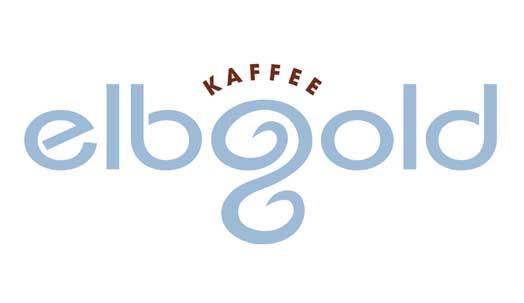 Bio Qualität steht auch bei unserem Kaffeesortiment an oberster Stelle. Denn Annika und Thomas der Rösterei Elbgold in Hamburg achten auf nachhaltigen Anbau und fairen Handel bei der sorgfältigen Auswahl von Kaffeebohnen aus der ganzen Welt. All das kombiniert führt zu einem einmaligen Bio-Kaffeerlebnis.
